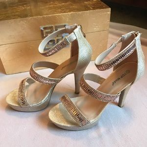 ✨CHAMPAGNE✨ Top Moda platform heels / pumps